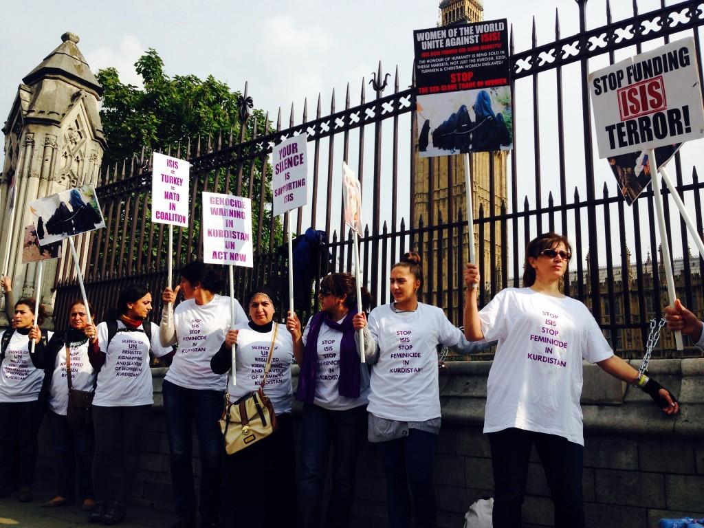 İngiliz polisinden Kürt kadınlara sert müdahale 1