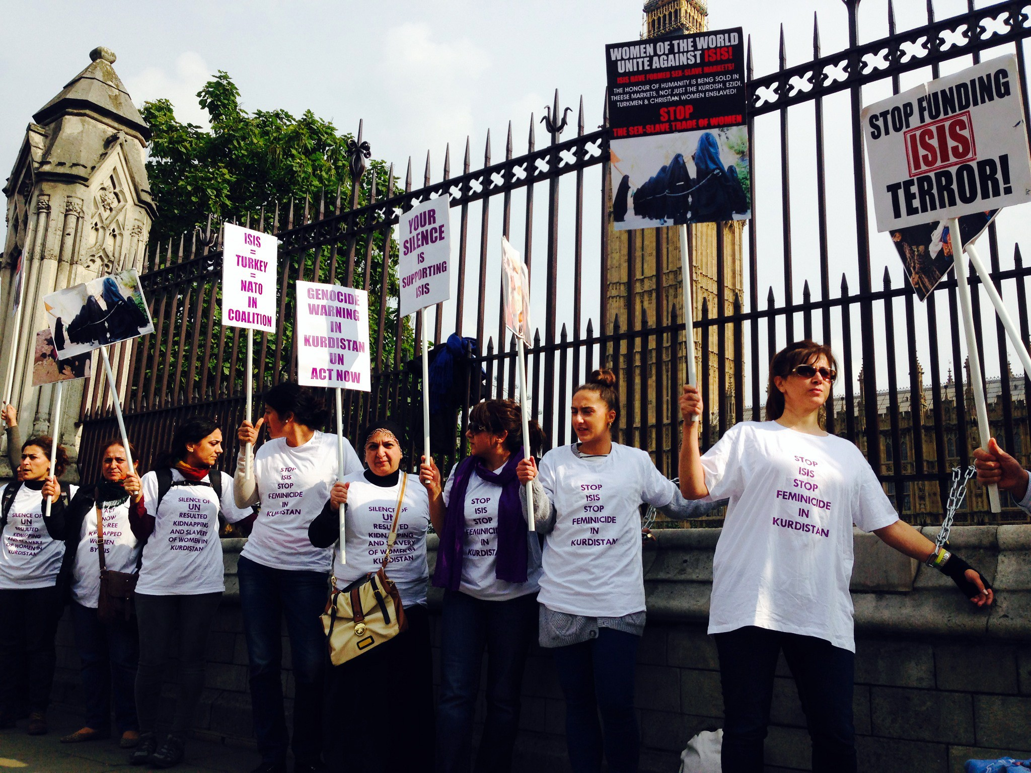 İngiliz polisinden Kürt kadınlara sert müdahale