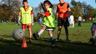Çocuklara yönelik futbol kursu devam ediyor