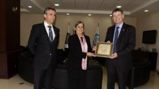 Büyükelçi Richard Moore Diyarbakır belediyesini ziyaret etti