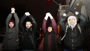 Kıbrıslı gençlerden Türkiye'nin Londra başkonsolosluğu önünde 'Vicdani Red' eylemi
