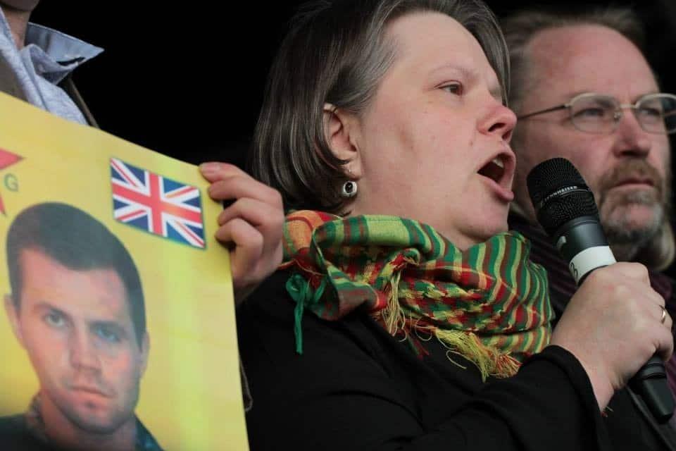 Rojava'da Yaşamını Yitiren Britanya Vatandaşı Kosta'nın Annesinden imza kampanyası