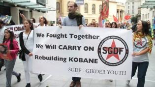 Londra Merkezde Yapılan Suruç Katliamı Protestosu Büyük Ses Getirdi