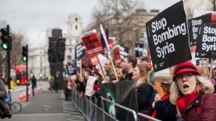 Londra'da eylem: 'Suriye'yi bombalamayı bırakın'