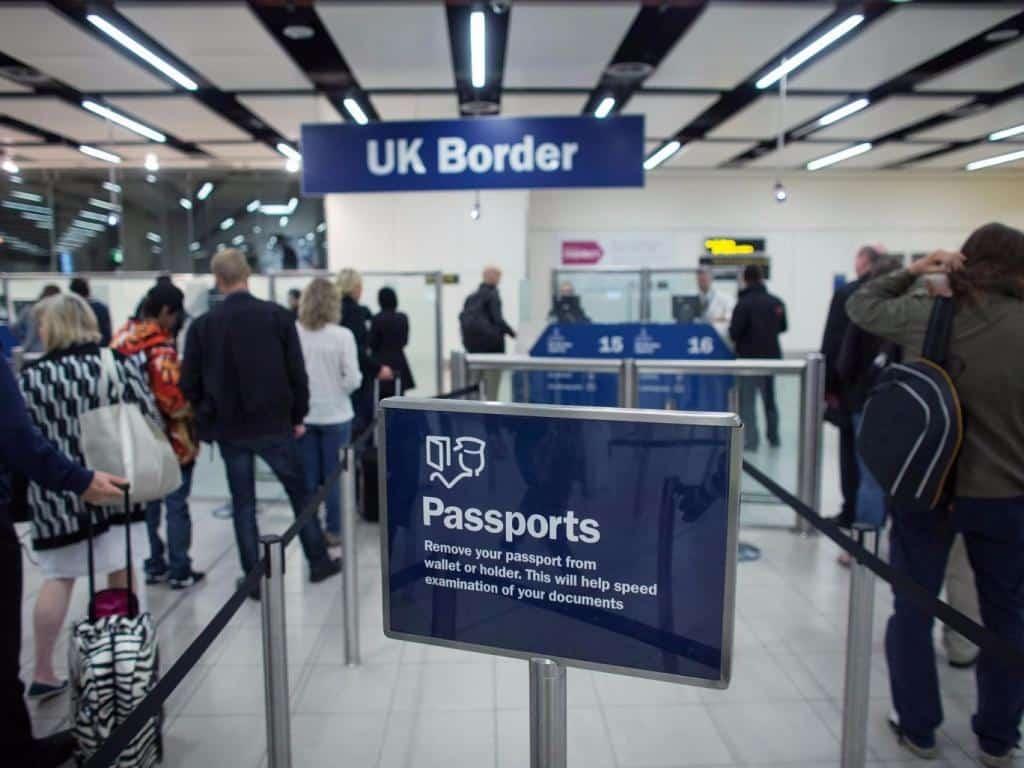 AB dışından gelenlere İngiltere'de kalabilmeleri için 35 bin sterlin gelir şartı