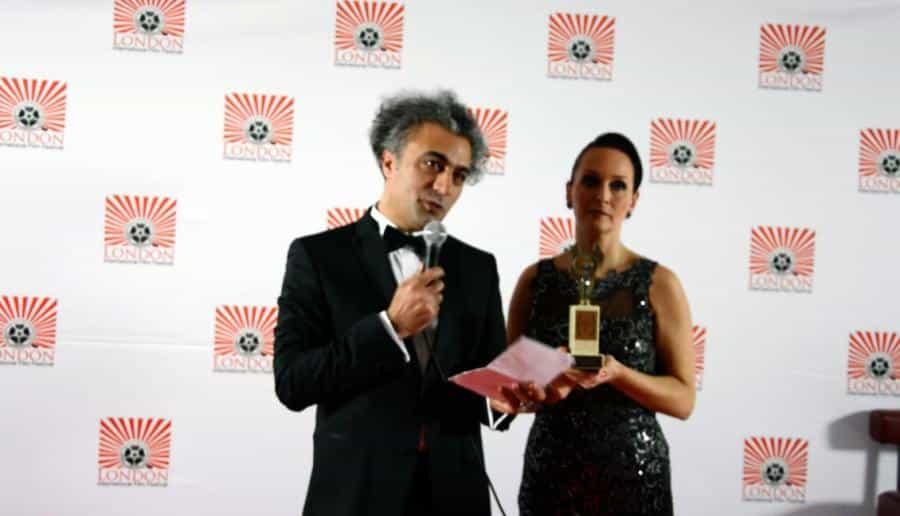 Kürt Halkının Yaşadığı Vahşete Dikkat Çekmek İçin Ödülü Red Etti 1