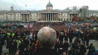 Londra'da Şimdiye Kadarki En Büyük Nükleer Silah Karşıtı Eylem