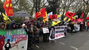 Türkiye'nin Londra büyükelçiliği önünde Cizre katliamı öfkesi (VİDEO-Foto)