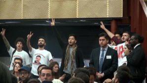 Öcalan Tişörtlü Gençler AKP'li Mehdi Eker'i Konuşturmadı