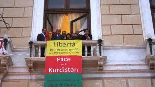 İtalyan Başkandan Belediye Binasına 'Öcalan ve HDP'lilere Özgürlük' Pankartı