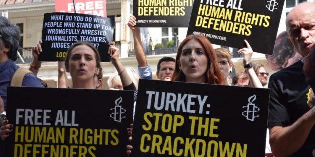 TC Londra Büyükelçiliği Önünde İnsan Hakları Eylemi