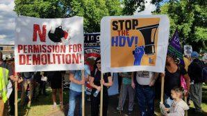 Yüzlerce Kişi Haringey Belediyesini Protesto Etti