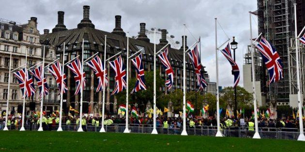 İngiltere Türkiye'ye silah satışını askıya aldı