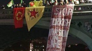 'İşgale dur' diyen Gençler Westminster Köprüsü'nü kapattı