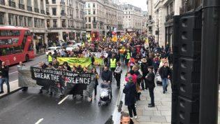Londra'da işgale karşı onbinler sokakta