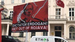 Londra Türk Elçiliği önüne 'Siyah Çelenk' bırakıldı
