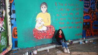 Zehra Doğan, Ceylan Önkol'u Londra duvarlarına çizdi