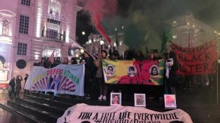 Kadınlar 25 Kasım dolayısıyla sokaklara indi