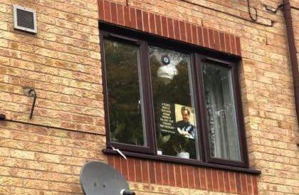 Londra'da onlarca noktaya 'Öcalan' afişleri asıldı