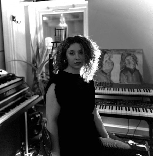 Londralı müzisyen Sezin Angelova'nın yeni teklisi yayında