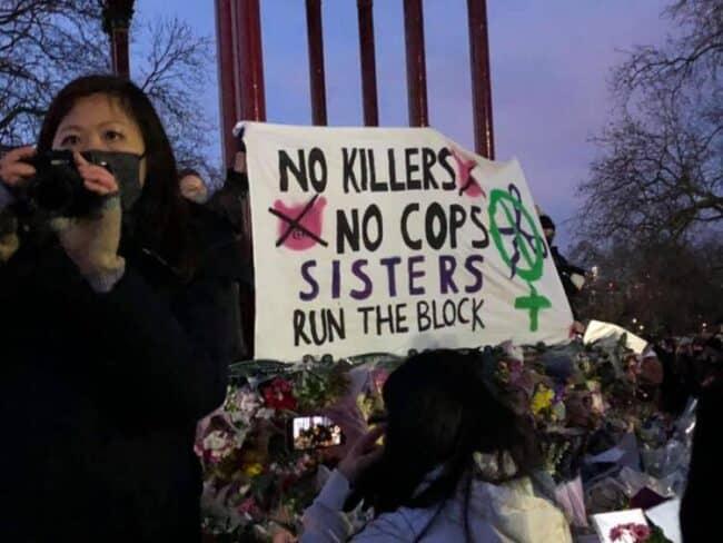 Londra'da 'kadın cinayeti'ne karşı toplananlara polis müdahalesine sert tepki (6)