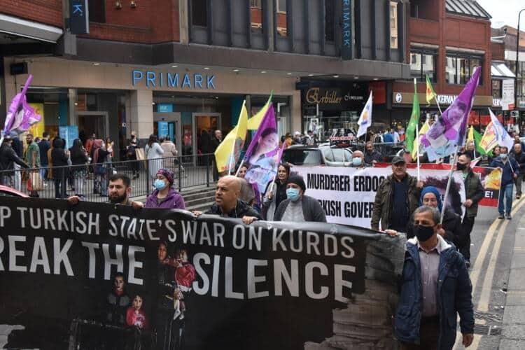 Londra'da işgale karşı kitlesel yürüyüş