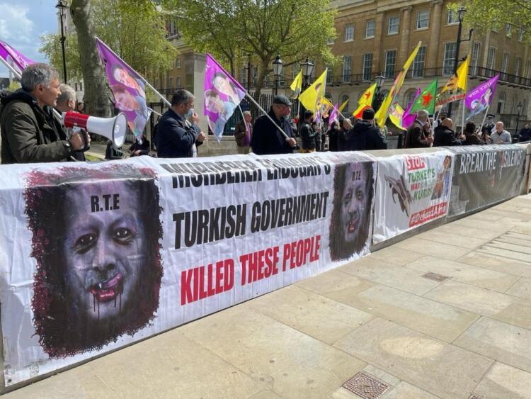 İngiltere Başbakanlık binası önünde 'işgal' protestosu