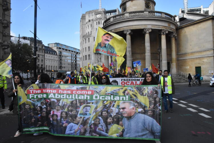 Londra'da 9 Ekim komplosu protesto edildi